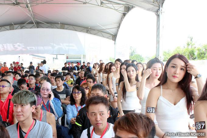 キムコ「AK550」台湾納車イベントレポート 美女100名の納車式典編