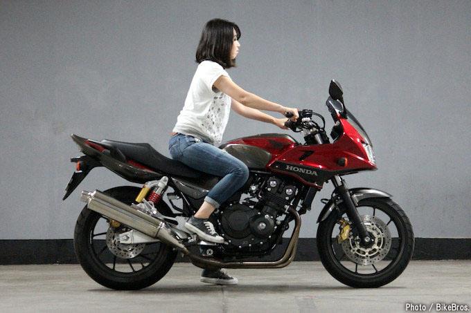 国産400cc定番バイクCB400SF/SBはシート高755mmでチェックする価値アリ