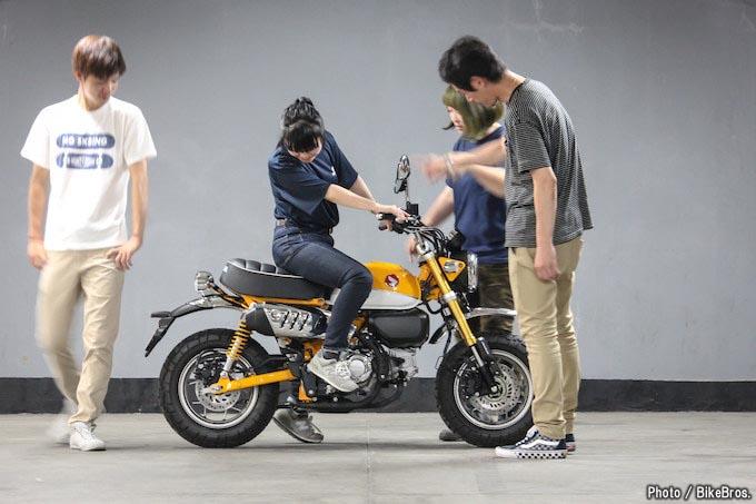【バイク足つきチェック】2018年型モンキー125 ABS/人気者が125ccになって復活! フレンドリーさはそのままなのか?!の画像