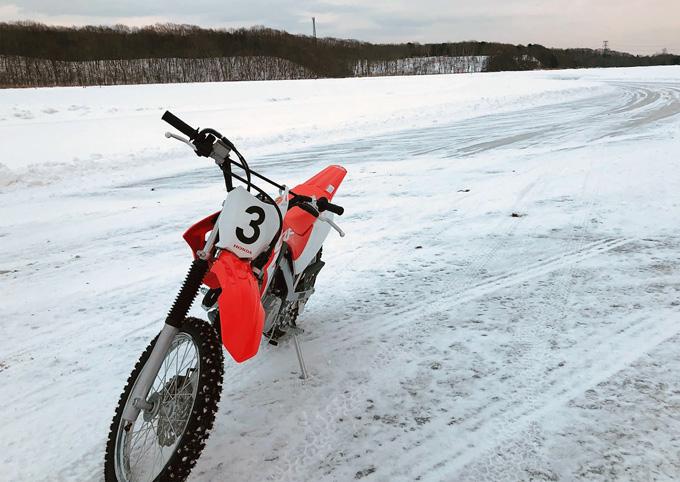 氷上をバイクで走る!! 北海道アイスサーキットトレーニングを開催