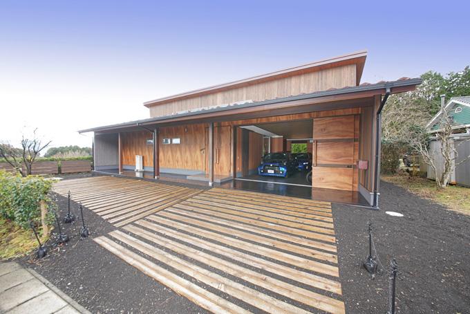 """【新型コロナに負けるな!ガレージライフ】木材のスペシャリストが徹底的に素材にこだわり、""""和""""の雰囲気を大切にしたガレージを作り上げたの画像01"""