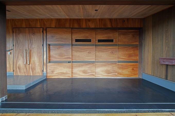 """【新型コロナに負けるな!ガレージライフ】木材のスペシャリストが徹底的に素材にこだわり、""""和""""の雰囲気を大切にしたガレージを作り上げたの画像05"""