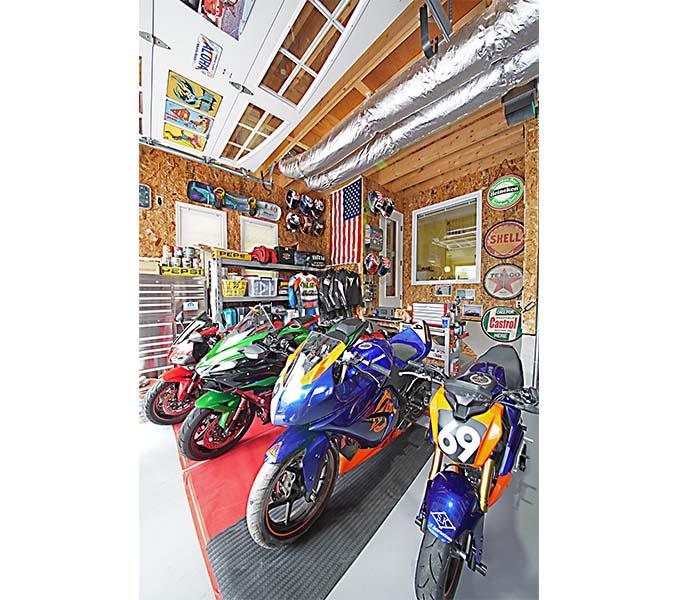【新型コロナに負けるな!ガレージライフ】レースからツーリングまで楽しむバイクたちと、ドラッグレースに参戦するヘルキャットの基地の画像02