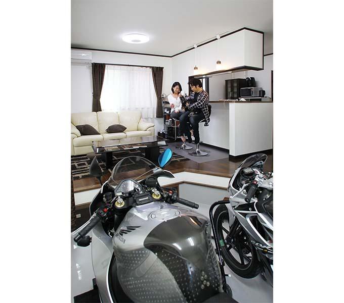 """【【新型コロナに負けるな!ガレージライフ】""""売り建て""""物件で実現させた、バイクを愛でるGLDKスタイルの画像04"""