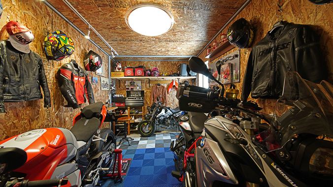 【新型コロナに負けるな!ガレージライフ】バイクライフを満喫するために選んだ場所に、バイクライフを充実させるために選んだガレージの画像03
