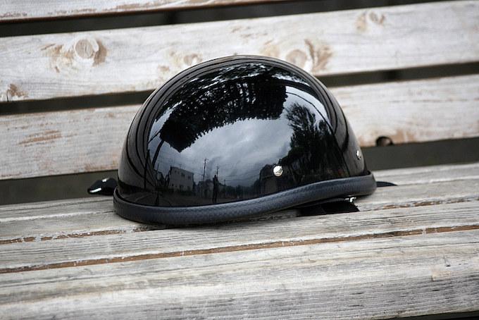 ヘルメットはTT&CO.製のハーフタイプを使用する。