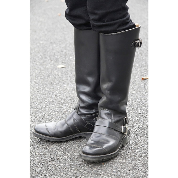 友人から譲り受けたブーツはイギリス製のモノだ。