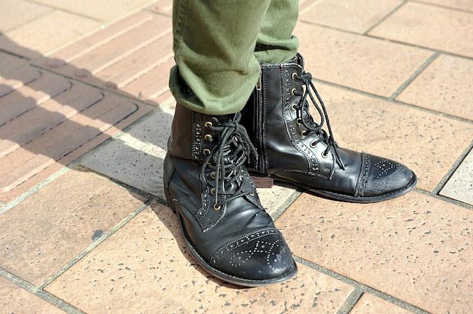 ステップとシフトペグの間が狭いため、つま先が細めのブーツを愛用。
