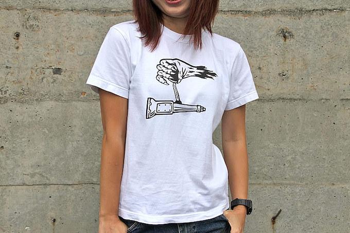 このSR500のイラストを手がけてくれたSKETCH氏による『GENT-X』のTシャツがフェイバリット。なかでもお気に入りなのがこのデザインだという。