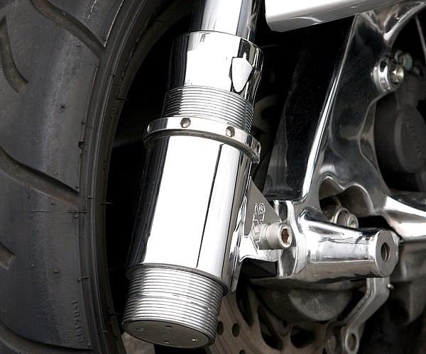 長すぎず短すぎないスマートインパクトの160mmロングホイールベース化のほか、キックスの車高調サスには、同店独自のストローク規制等のセッティングを追加。これにより激低車高を生み出している。