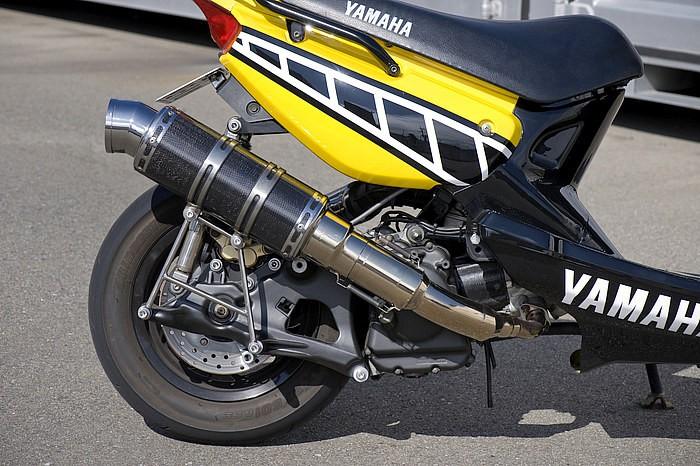 フレーム加工を施し、マジェスティ純正エンジンを装着したが、ロンホイした派手さではなく、いかにコンパクトにまとめるかを狙った。走り追求型のエンジンスワップであるなら、絶対に見習うべきポイントだ!!