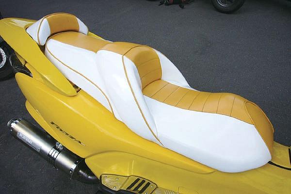 シートはこだわりを感じるカラーパターンを採用。