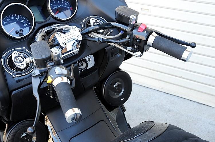 ハンドルはオリジナルの絞りハンドルバー、ALT48総選挙モデルを装着。キャッチーなネーミングに加え、この激絞り角がなによりもポイント! こうした最旬の絞りハンドルが既に装着済みなのもお得感のひとつ。