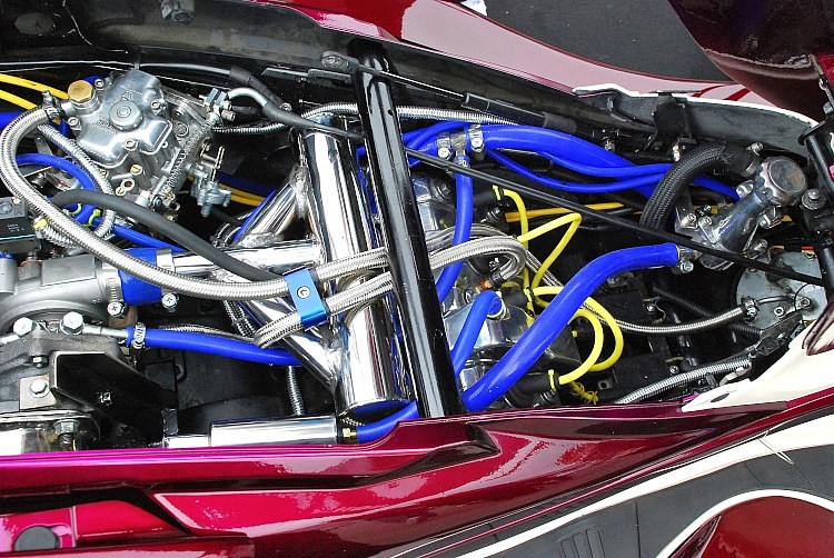 4気筒のエンジンとタービンをドッキングさせたターボエンジン。エンジンはCBR250Rからの流用とはいえ、フレームへの搭載にしてもターボの装着にしても、イチからの製作にはプロも舌を巻く完成度だ。