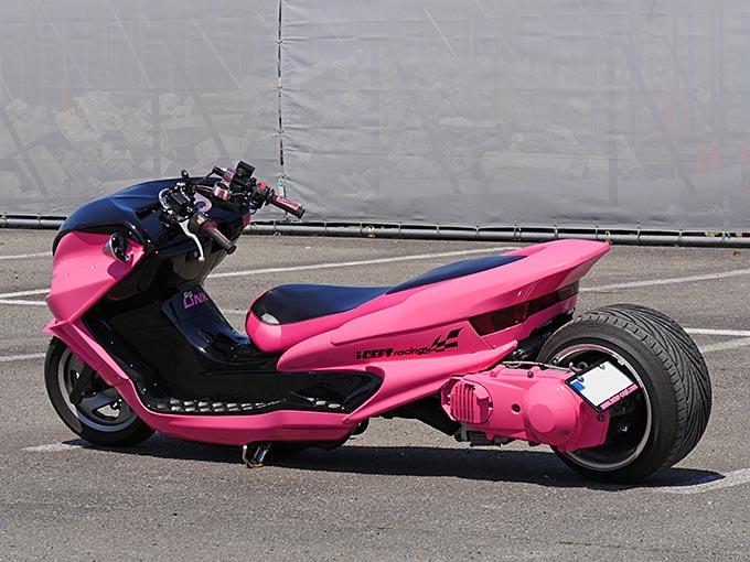 マジェCをド派手なピンクで完全武装のカスタム画像