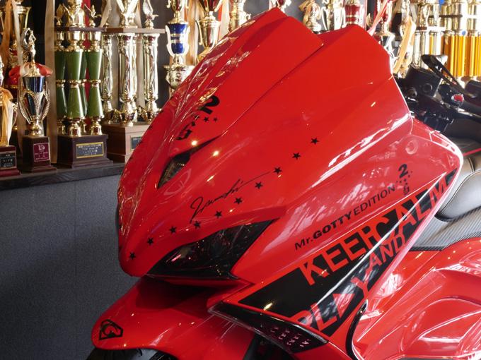 スポーツスクーターであるTMAXをラグジュアリー化のカスタム画像