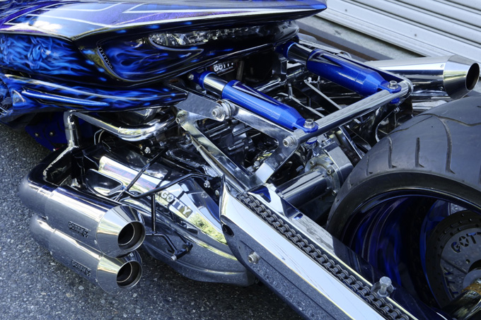 ヤマハのマジェスティをベースに製作されたビッグスクーターカスタム「360/18インチで武装した伝説の青マジェ」のカスタム04画像
