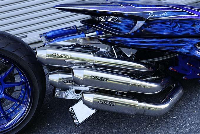 ヤマハのマジェスティをベースに製作されたビッグスクーターカスタム「360/18インチで武装した伝説の青マジェ」のカスタム05画像