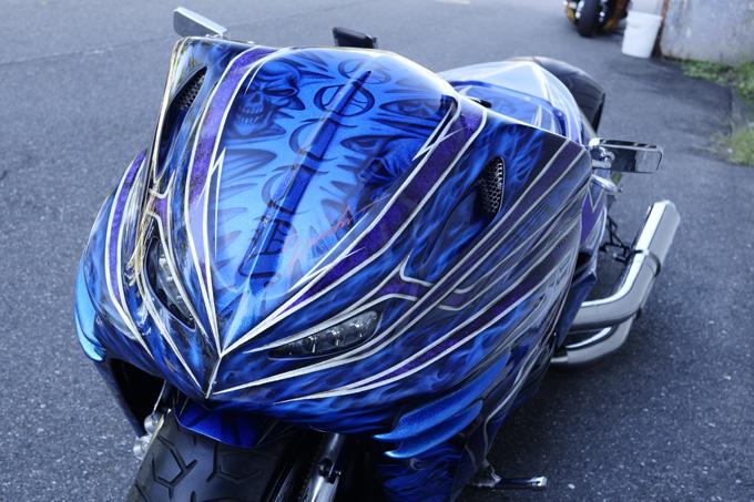 ヤマハのマジェスティをベースに製作されたビッグスクーターカスタム「360/18インチで武装した伝説の青マジェ」のカスタム06画像