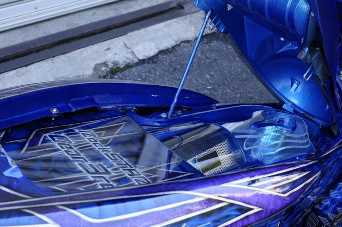 ヤマハのマジェスティをベースに製作されたビッグスクーターカスタム「360/18インチで武装した伝説の青マジェ」のカスタム07画像