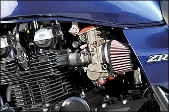 コスワース製φ68・5mmピストンで796cc化され、ハイカム、バックトルクリミッター、6速ミッションを奢られたエンジンに、キャブレターはTMR-MJNφ36mm[STD:CVK32]をチョイスする。オイルクーラーも大型化