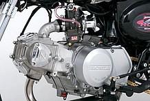 エンジンは88ccキットを組み込み済み。ヘッドのサイドカバー部にある「Z」のロゴがヨシムラヘッドの証