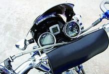 ライトからメーターと武川製パーツ満載のフロント周り。インジケーターの取り付け方も見習いたいぞ!!