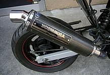 マフラーは人気が高いヨシムラ製でパフォーマンスを向上。