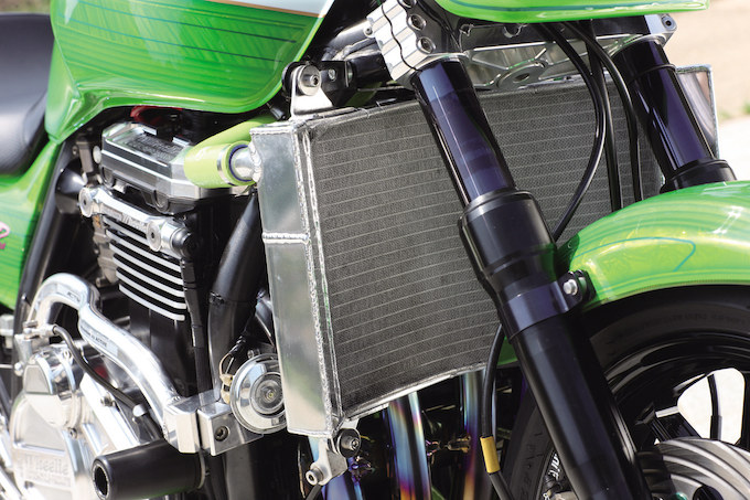 レーシングワールド高槻 ZRX1200R(カワサキ ZRX1200R)のカスタム画像