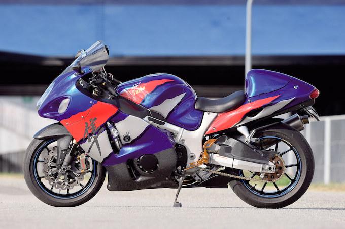 チームアダチ GSX1300R ハヤブサ(スズキ GSX1300R ハヤブサ)のカスタム画像
