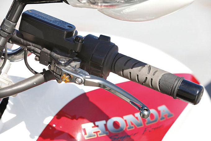 有田商会 CB1300SF(ホンダ CB1300SF)のカスタム画像