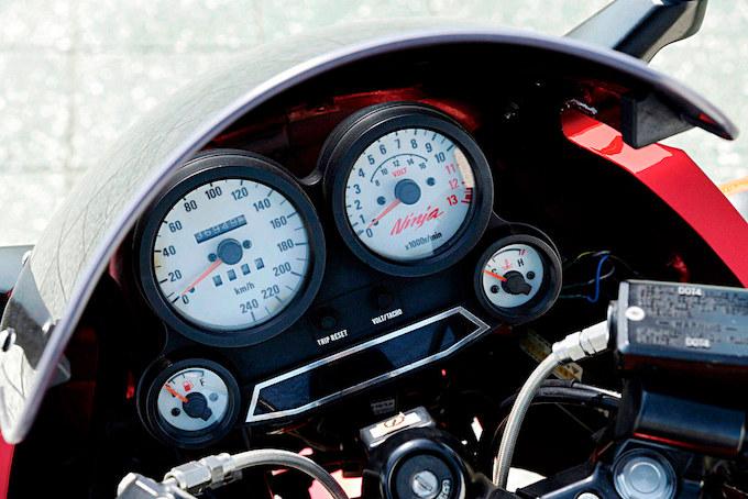 スペックエンジニアリング GPZ900R(カワサキ GPZ900R)のカスタム画像