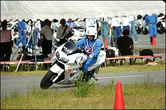 女子隊員のトップクラスは男子の優勝タイムとさほど変わらないレベル。たゆまぬ訓練の賜物ではあるが、バイクは体力ではなく技術で乗るものだとあらためて思い知らされる。