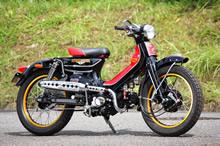 オートペット・サイクルワークスと B.P.4 によるコラボで生まれたのが、このスーパーカブカスタムである。