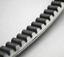 ハイパーGPベルトは、素材に強化アラミド繊維と耐熱ハイグリップゴムを使用。パワーを逃さずにスムーズな変速動作を実現する、理想のスリップ率を追求して独自に開発。耐久性にも優れている。