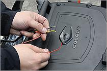 電源コードは常時電源のプラスと、車体アースのマイナス、ブレーキランプから取る黄色の3本のみだ