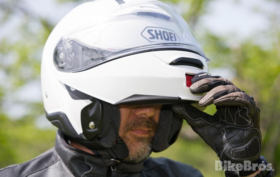 ライダーが求めるすべての機能をフル装備したSHOEIシステムヘルメットの進化形