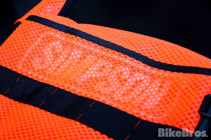 『SIMPSON』の防水バッグはツーリングの強い味方!!の画像