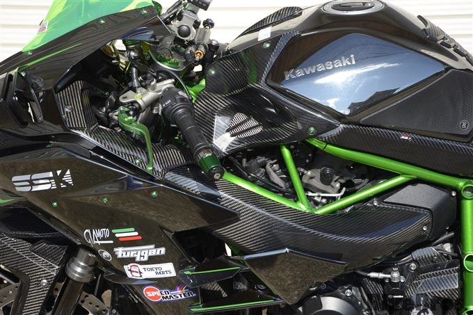 高品位で耐久性抜群のSSK製ドライカーボンパーツの画像