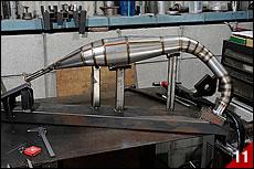 シートメタルを巻いて溶接した筒状ピースを、ひとつひとつ組み合わせながら溶接していく。ある程度の段階まで来たら溶接Assy 治具にセットしながら全体形状を確認する。