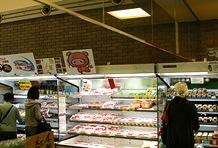 都民でも入手困難なブランド豚「Tokyo X」のお肉もここでなら手に入る。その場で楽しむのであれば地元産の牛乳やヨーグルト、アイスクリームなどがオススメ。ちょっと珍しいカレーなどの加工品、日本酒などもお土産に最適。