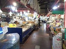 道の駅ながらも魚市場かと思わすほどの魚介類は圧巻!新鮮な果物やお弁当も売っていました。