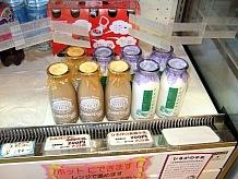 豊かな自然のひるがの高原自慢の牛乳。それを原料にしている乳製品もぜひともお土産に購入したい。暑い季節はソフトクリームも一押しだ。