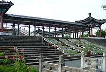 孔子公園に触れずしてこの道の駅は語れない。世界を代表する偉人をまつる巨大公園には、孔子様の像や孔子廟、回廊など中国の宮廷をほうふつさせる建造物が満載。独特の雰囲気とひとときを味わえるだろう。