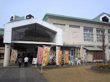 バザール館2Fのレストラン街のB級グルメ横町では、新潟の5大ラーメンのほか、2大かつ丼の新潟タレかつ丼、長岡洋風カツ丼が食べられます。
