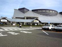 アピール館1Fでは地方のイベントも開催。また、2Fには雪国体験コーナーや新潟の歴史を学べる展示などもあり、3Fでは新潟の四季をシアターで観られます。