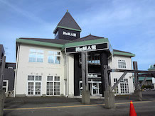 時の旅人館では新潟の観光やイベント情報、宿泊予約、交通案内を紹介。各種パンフレットが揃えてあり、シアターでは新潟の紹介DVDを上映しています。