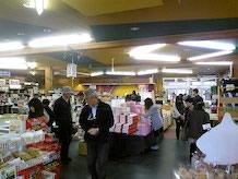 夢藏の画像です。超濃厚な味わいのヤスダヨーグルトが有名です。阿賀町は糀(こうじ)文化が根づいた土地で、味噌や甘酒もおすすめ。他にも山菜やお米、漬物など地元の特産品もあります。