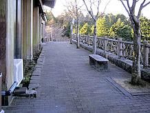 レストラン裏側の展望広場(広場というよりも通路といった感じ)から芦ノ湖と駒ケ岳がよく見えます。