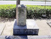 「右たつ乃道、左ひめぢ道」と書かれた道標は、近くの井原野に立てられたもので、元禄15年のものです。社寺の参道の標石を除くと、元禄以前のものは全国に数例しかない貴重なものだそうです。